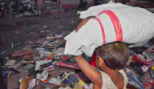 児童労働の原因は?貧困や社会(伝統・差別)、経済・政治など4つの背景